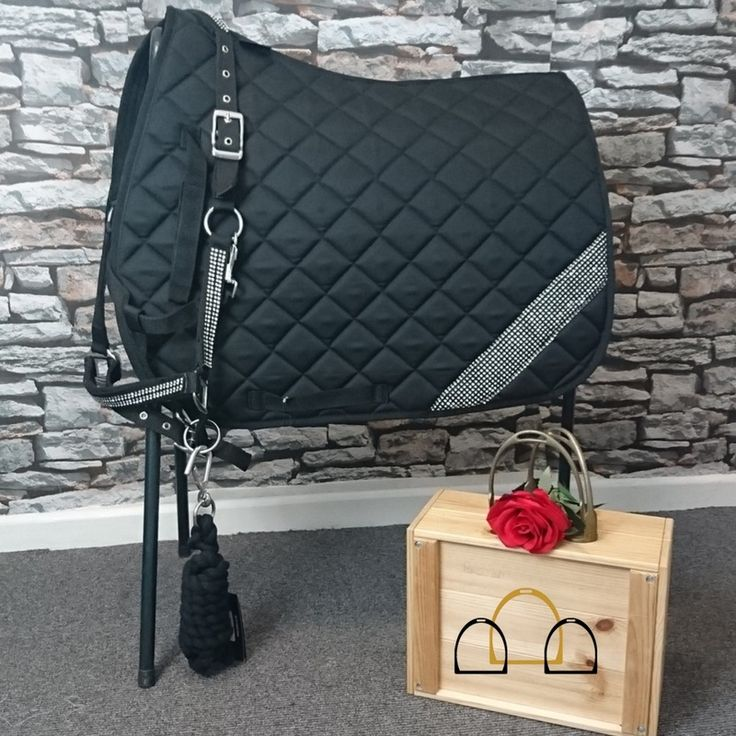 Who doesn't love a bit of bling? Why not spruce up your horses wardrobe with this gorgeous diamante collection from Elico. #matchyset #elico #loftyequestrian #horserider