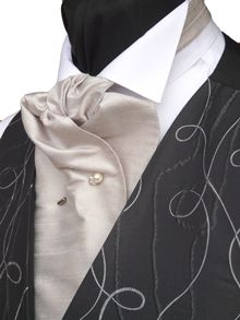 How to tie a Formal Cravat.
