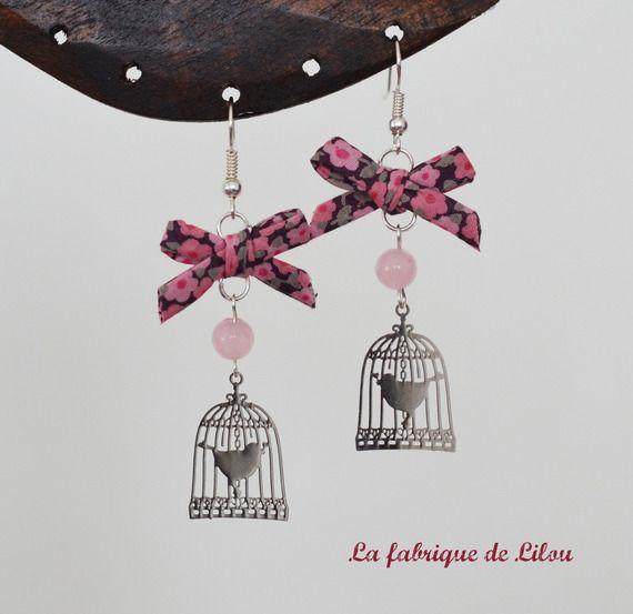 Boucles d'oreille romantiques, liberty, quartz rose et estampe cage