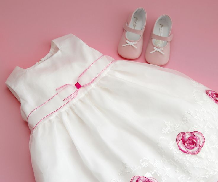 Pink roses for really special ocassions <3 for more event dresses for your little one check out www.legogo.ro