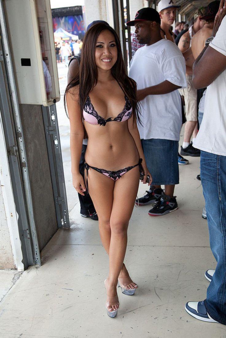 Thick ebony pussy naked women