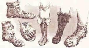 Las botas eran el calzado habitual de los soldados, cazadores y hombres activos. llegaban hasta la pantorilla, algunas se ataban con cordones y otras se sujetaban al pie con una correa entrecruzada en la punta, para parecer mas altas las mujeres pegaban algunas suelas de corcho en el calzado.