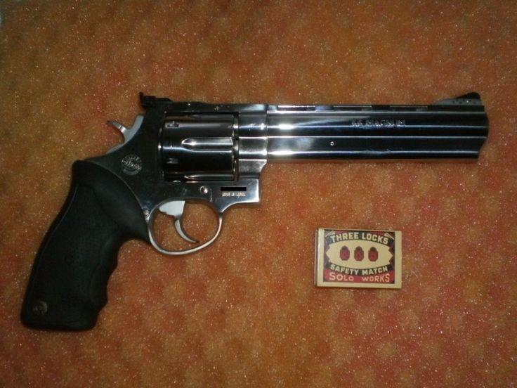"""Taurus 44CP - Prodám poctivý ocelový zánovní 6,5 palcový revolver Taurus 44CP v ráži .44Magnum. Vystřeleno cca 600ran. Přidám 100ks nábojů.Pouze vážní zájemci, nejlépe z Prahy. (Fotky jsou pouze ilustrační, """"půjčené"""" z tohoto bazaru, původním majitelům se tímto omlouvám). Nicméně je to to samé:)https://s3.eu-central-1.amazonaws.com/data.huntingbazar.com/10190-taurus-44cp-revolvery.jpg"""
