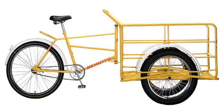 COLORES DISPONIBLES:Amarillo.     Este triciclo de carga con llanta de moto es mucho  más fácil trasladar y te apoya a tus cargas de mayor  peso, y contribuye a que tengas una mejor movilidad  de transportación con el buen afianzamiento que  logras con las llantas.  Su maniobrabilidad es muy cómoda y segura, además  de que cuenta con el frenado de contrapedal trasero.       Peso sin carga 50.5 Kg.  Medidas i...