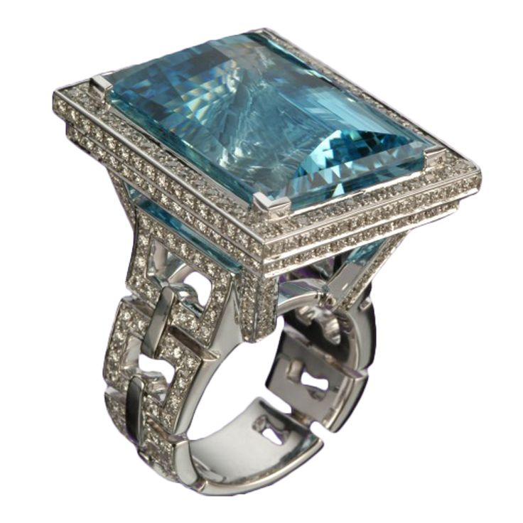 Incredible ring with diamonds and a 42.08 carat Aquamarine
