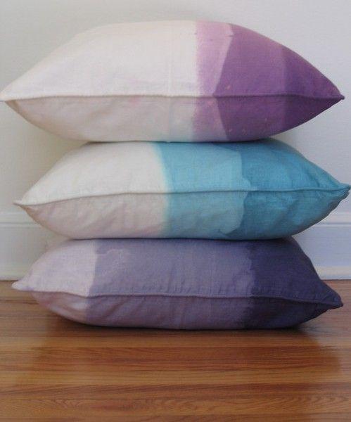 Kussens verven met textielverf - Dye dipped pillows #DIY
