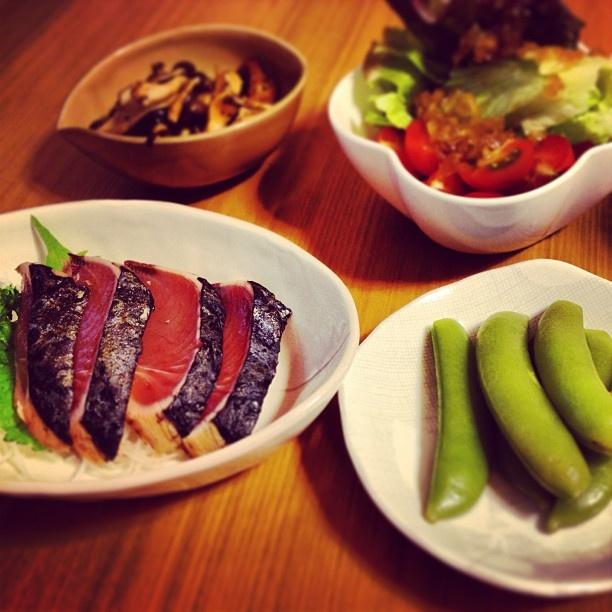 昨晩の夕食。 カツオのタタキを買ってみた。手抜きメニューが少し豪華に。 - @emijo528- #webstagram