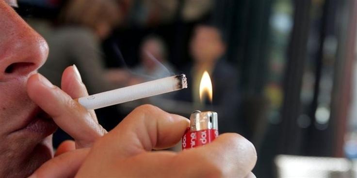 Beboere i etagebyggeri generes af naboernes rygning. Boligselskaber opfører røgfrie ejendomme.