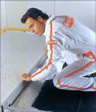 Plaques de sol fermacell                           LES PLAQUES DE SOL FERMACELL permettent la réalisation d'une chape sèche flottante qui entre dans la composition des systèmes de planchers performants. Les plaques de sol FERMACELL sont posés en bandes successives. Avantage pratique : on peut marcher sur la chape sèche FERMACELL, juste après le séchage de la colle. Ainsi la suite des travaux ou les finitions peuvent se faire dans la foulée (tel que les revêtements de sol)…