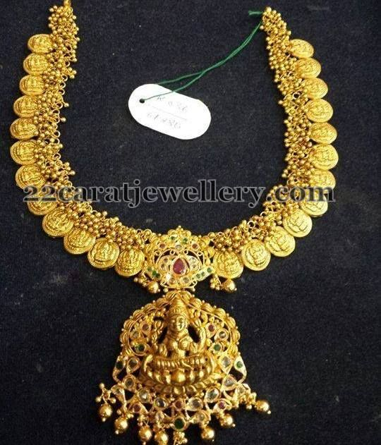 Jewellery Designs: Gold Swirls Kasu Necklace with Pendant