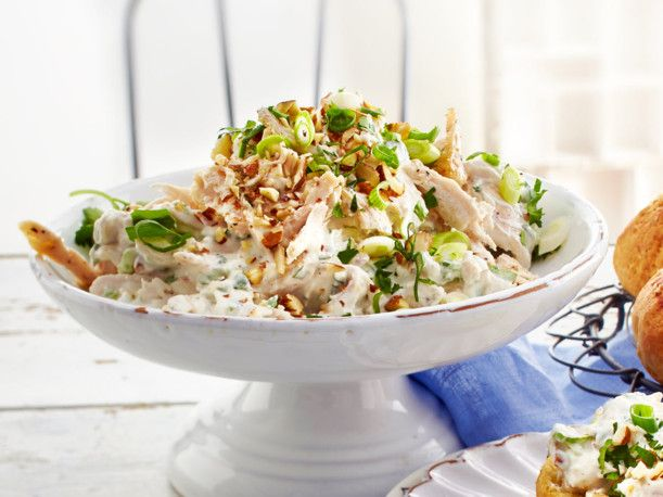Unser beliebtes Rezept für Hähnchensalat mit Mandeln und mehr als 55.000 weitere kostenlose Rezepte auf LECKER.de.