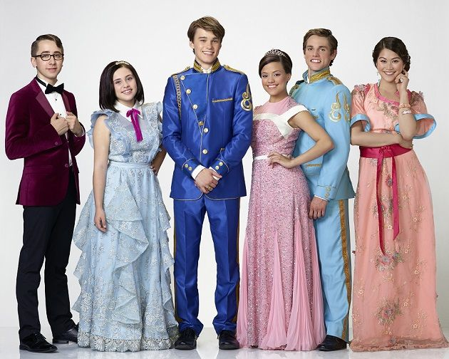 21 ноября в 21:00 состоится суперпремьера нового оригинального кино Канала Disney – «Наследники»! Телезрители отправятся в волшебное королевство, где их ждет встреча с детьми легендарных героев Disney – Белоснежки, Малефисенты, Джафара, Феи-крёстной, Круэллы де Виль и других.