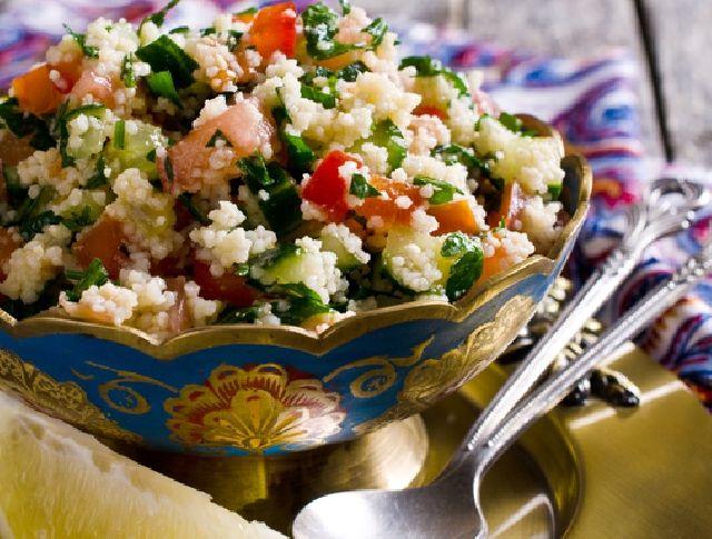 Egy finom Zöldséges bulgursaláta (taboulé) ebédre vagy vacsorára? Zöldséges bulgursaláta (taboulé) Receptek a Mindmegette.hu Recept gyűjteményében!
