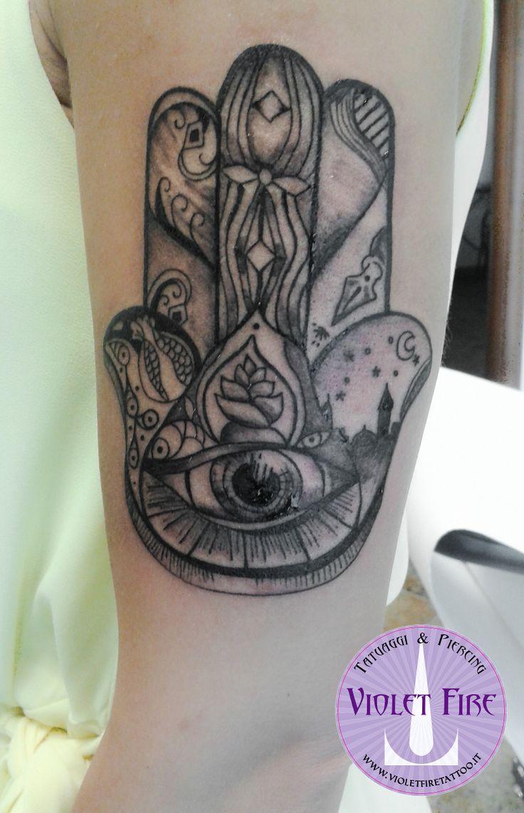 tatuaggio religioso, tatuaggio etnico, tatuaggio grande, tatuaggio miniatura, tatuaggio artistico - tatuaggio Mano di Fatima su braccio- Violet Fire Tattoo - tatuaggi maranello, tatuaggi modena, tatuaggi sassuolo, tatuaggi fiorano - Adam Raia
