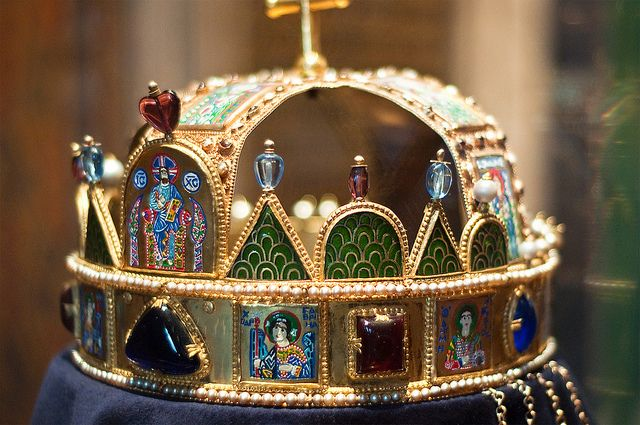 At the end of the Second World War the crown jewels were recovered in Mattsee, Austria, on 4 May 1945 by the U.S. 86th Infantry Division. The crown jewels were transported to Western Europe and eventually given to the United States Army by the Hungarian Crown Guard for safekeeping from the Soviet Union. For much of the Cold War the crown was held at the United States Bullion Depository (Fort Knox, Kentucky) alongside the bulk of America's gold reserves and other priceless historical items.