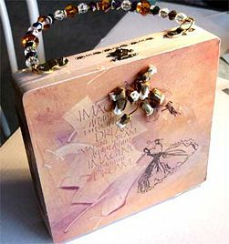 DIY Cigar Box Purses - I love looking at this but I could never use it. My wallet wouldn't fit in there!