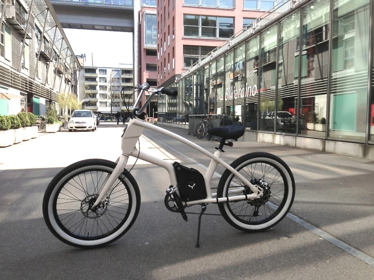 YouMo eCruiser - everything else is just cycling