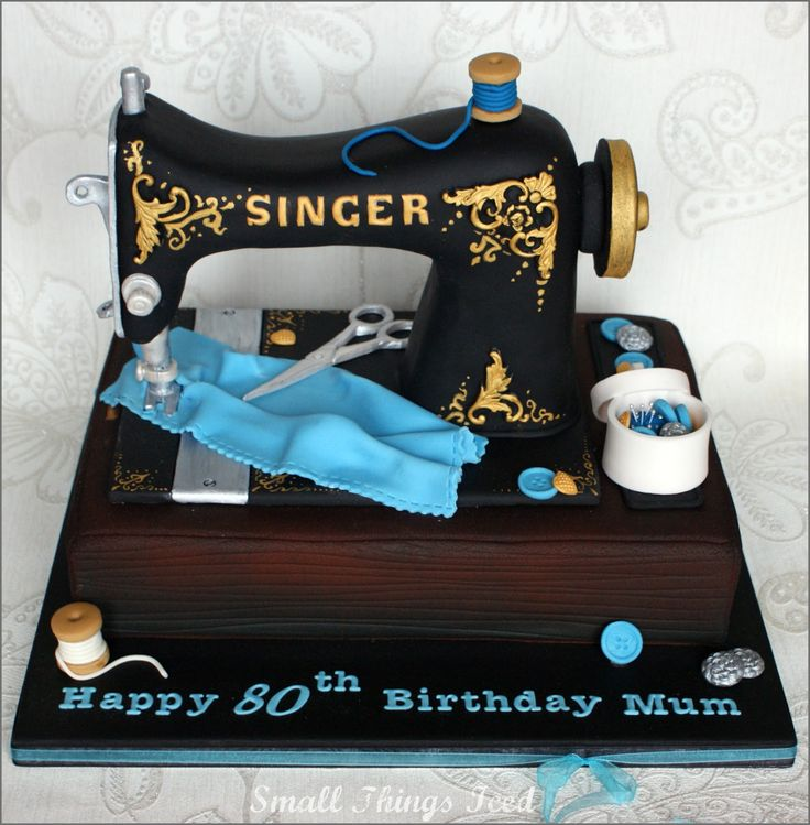 Small Things Iced: Singer Sewing Machine & matching Cupcakes