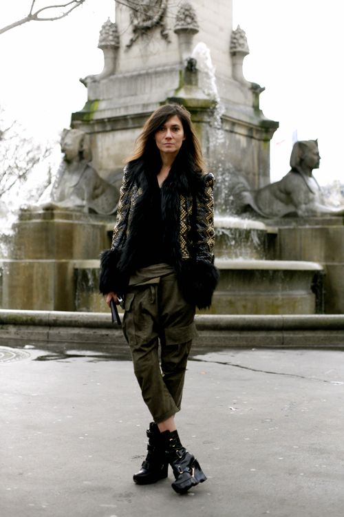 Emmanuelle Alt, as featured years ago on the Sartorialist. I love her in these Louis Vuitton 2006 wedge platforms and army green cargo pants. #lust #fashion #streetstyle