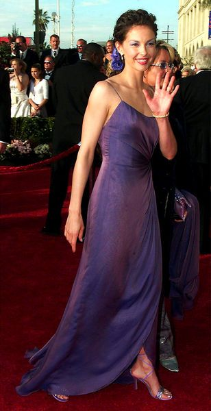 Ashley Judd in Valentino, 2000 https://twitter.com/AshleyJudd/status/450492789050986497