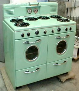 I love this ~ 6 burners and 2 ovens! Very retro ~ the front kinda' looks like a w & d ;-)