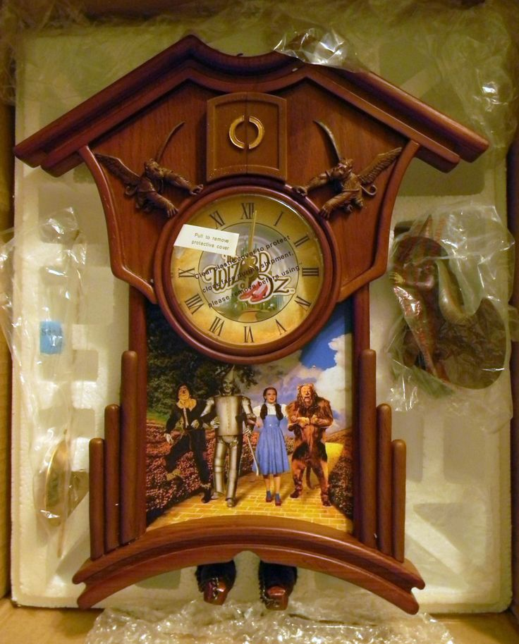 Exquisite Wizard Of Oz Cuckoo Clock Nib The Wizard Of Oz