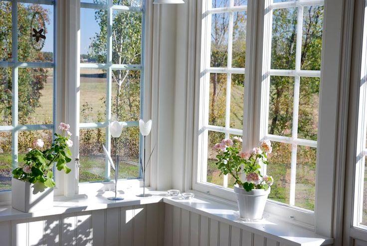 Bild på ett 3-glas fönster med utanpåliggande spröjs | www.allmoge.se