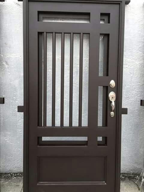 Pin de alejandro en puertas y rejas pinterest herrer a for Puertas metalicas exterior