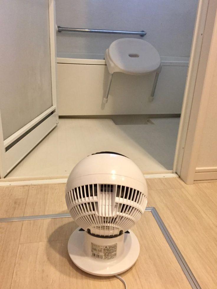 洗面所にアレを置いたらお風呂場のカビの悩みから開放された シンプルな住まいと暮らし 浴室 掃除道具 家電 便利 サーキュレーター