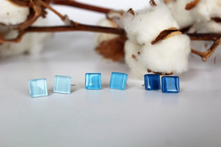 Blauwe oorbellen van glazensteentjes - oorknopjes/oorstekers door poesenflip op Etsy