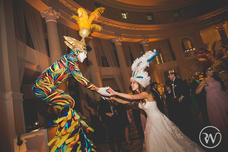 We love the Hora Loca tradition! Revery Weddings by Patricia Dash » Editorial Wedding Photography