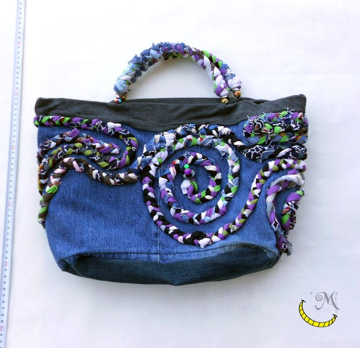http://it.dawanda.com/product/99998815-borsa-jeans-con-manici-rigidi-decorata-con-stoffa Borsa jeans con manici rigidi decorata con stoffa - Denim bag with rigid handles decorated with cloth - Bolsa de de vaqueros con asas rígidas y dos bolsillos interiores. Hecho con diferentes telas y perlas recicladas. Follow me on fb: https://www.facebook.com/MaliceCrafts/