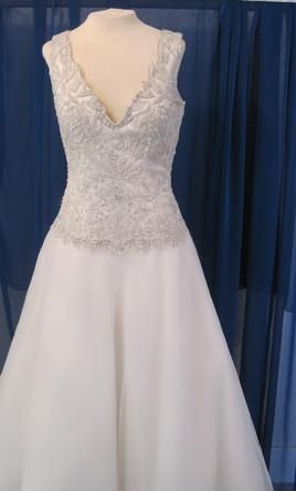 Sample Rina di Montella  Wedding Dress RB228, Size 10  | Get a designer gown for (much!) less on PreOwnedWeddingDresses.com