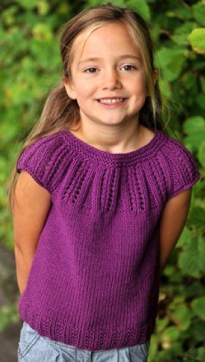 Strikket pigetop med rundt bærestykke | Familie Journal