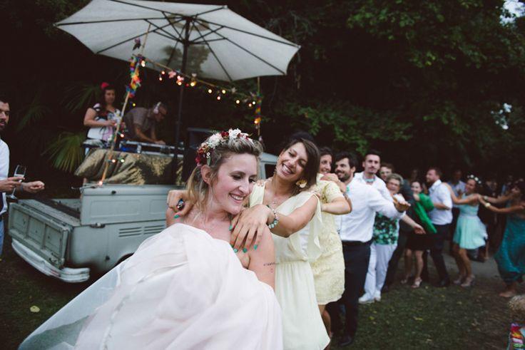 un matrimonio al Castello di San Sebastiano da Po: Federica e Fabio nelle foto di Margherita Calati, con splendidi fiori e dettagli vintage