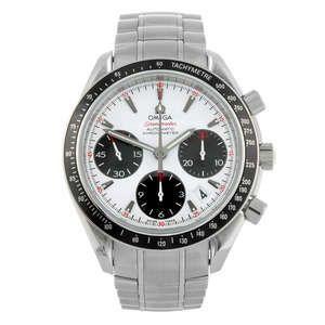 LOT:177 | OMEGA - a gentleman's stainless steel Speedmaster chronograph bracelet watch.