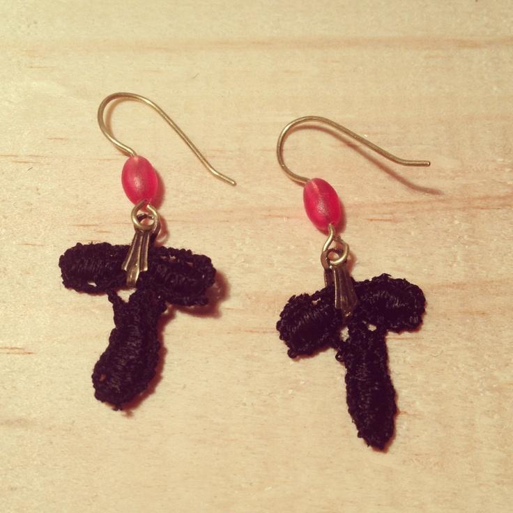 Brincos de renda - earrings FIGA  infos: www.facebook.com/figasp