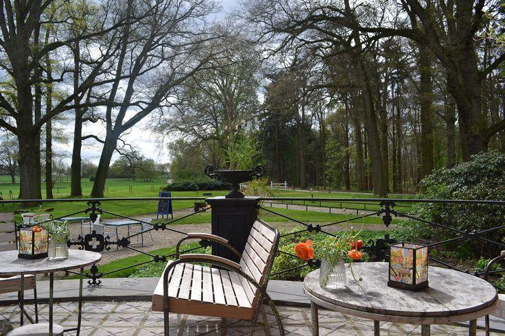 Geb en Gaia bij Nieuw Rande - Diepenveen www.gebengaia.nl Fantastische locatie: een groot landhuis in een (bos)parklandschap. Je voelt je grootgrondbezitter op het terras. De appeltaart is ongeëvenaard.
