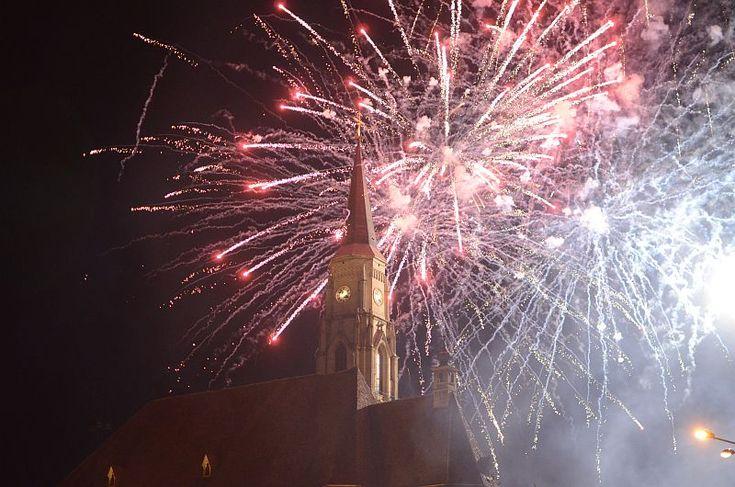 FOTO – Clujenii au avut parte de un foc superb de artificii în această seară