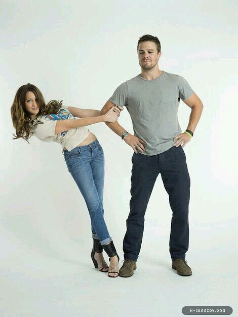 Katie Cassidy & Stephen Amell @ Entertainment Weekly Comi Con Photoshoot