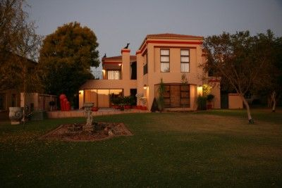 This perfect kept home situated in Westlake Country & Safari Estate is one not to be missed.