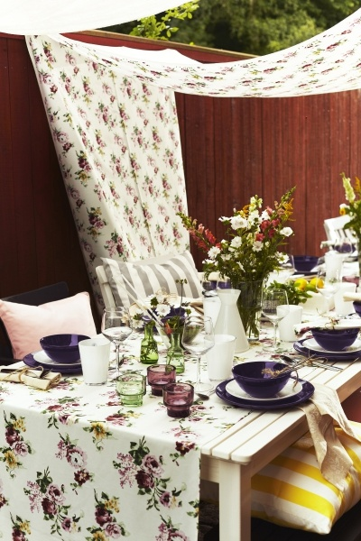 Colorful fabrics and dinnerware make a perfect tablescape for outdoor dining.