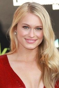 Leven Rambin Hairstyle, Makeup, Dresses, Shoes and Perfume - http://www.celebhairdo.com/leven-rambin-hairstyle-makeup-dresses-shoes-and-perfume/