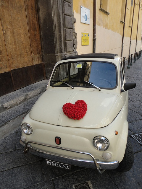 FIAT 500 - ~~ This bad boy is super cute vacation mode material ❤ . I can even let the top down Toot Toot ... ~~