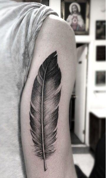 tatuajes populares pluma