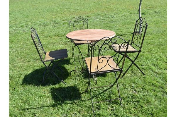 Vintage French Wrought Iron Table & Four Chairs | Vinterior London  #vintage #summer #garden