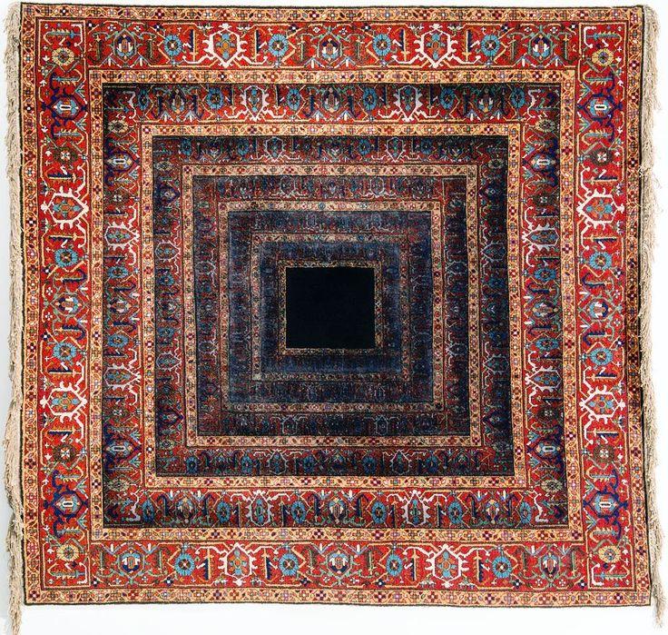 Faig Ahmed Just Emptiness Handmade woolen carpet 2014  Voici la découverte du jour. Faig a littéralement cassé Internet avec son idée de réinventer le design des tapis d'Orient. Je pense qu'au début il faut se laisser séduire par la beauté de ses œuvres. Ses détournements sont toujours imaginés selon  la même trame : comment recréer une forme nouvelle en partant d'un motif ancien associé avec une esthétique contemporaine. Le résultat (en vrai) est saisissant   #faigahmed #carpet #tapis…