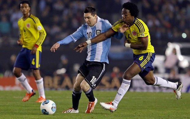 Em um jogo muito tumultuado, com duas expulsões e três gols anulados, Argentina e Colômbia não saíram do 0 na 0, na noite desta sexta-feira 07/06/2013, no Monumental de Núñez, em Buenos Aires. Válido pelas eliminatórias sul-americanas para a Copa do Mundo de 2014, o confronto contou com a presença de Lionel Messi, que se recuperou de uma lesão na coxa direita e entrou apenas aos dez minutos do segundo tempo.