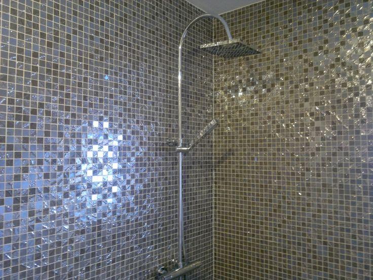 I nostri mosaici Four Seasons impreziosiscono ogni superficie e ogni ambiente della casa, creando scenografici riflessi e giochi di luce.  http://www.supergres.com/your-home/mosaici/item/28-four-seasons-mosaici-rivestimento  #Bathroom #RivestimentoBagni #WallTiles #CeramisOfItaly #mosaic