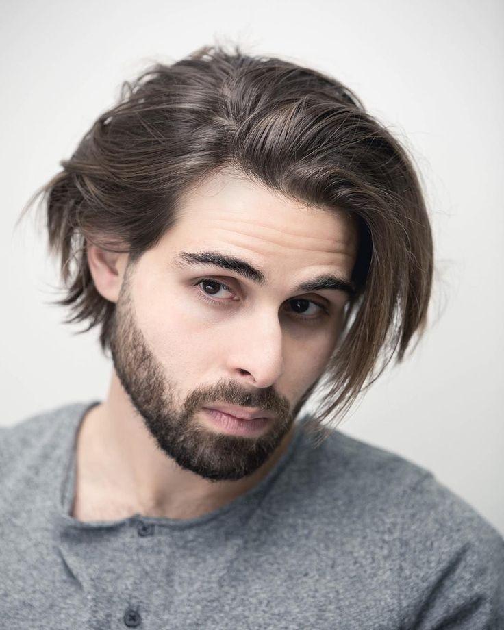 Längere Frisuren für Männer, vom Kinn bis über…